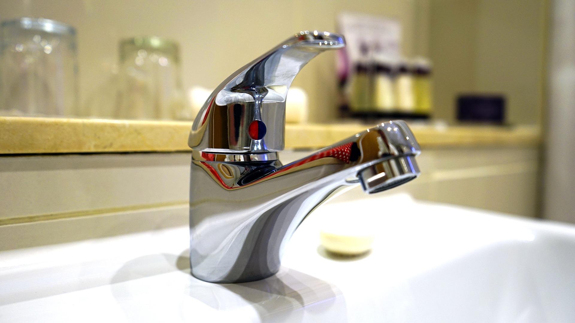 a clean bathrrom tap