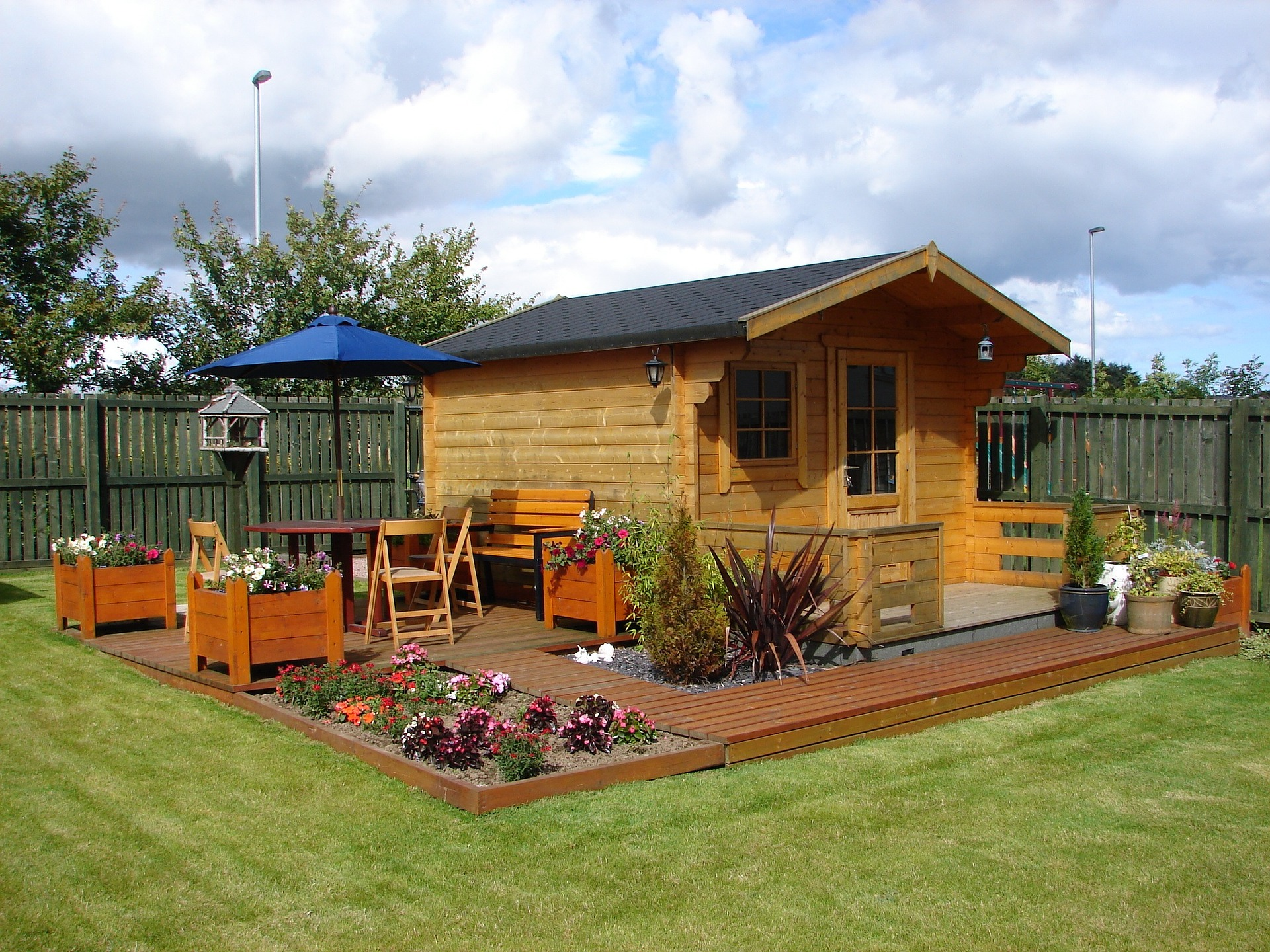 garden with wendy house