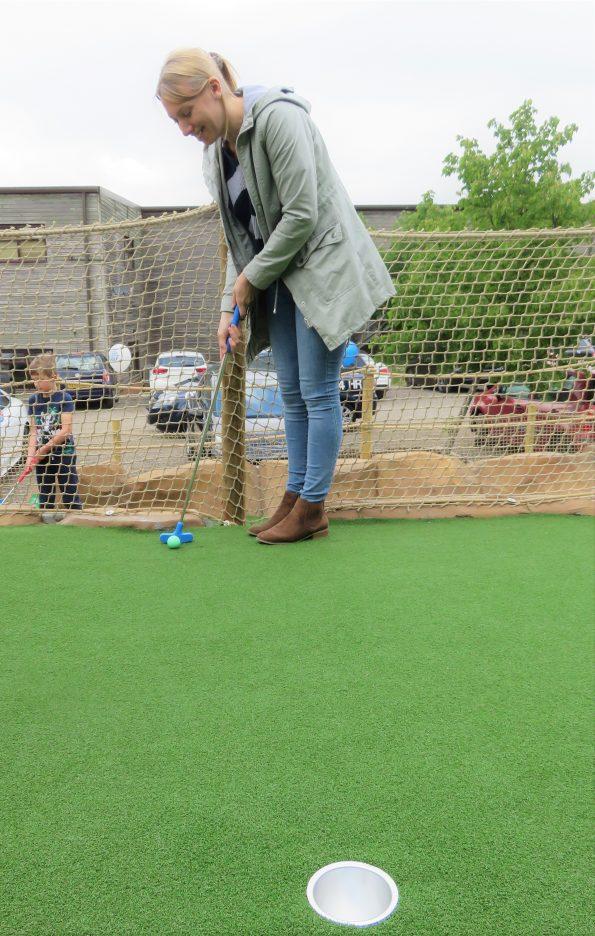 em playing golf