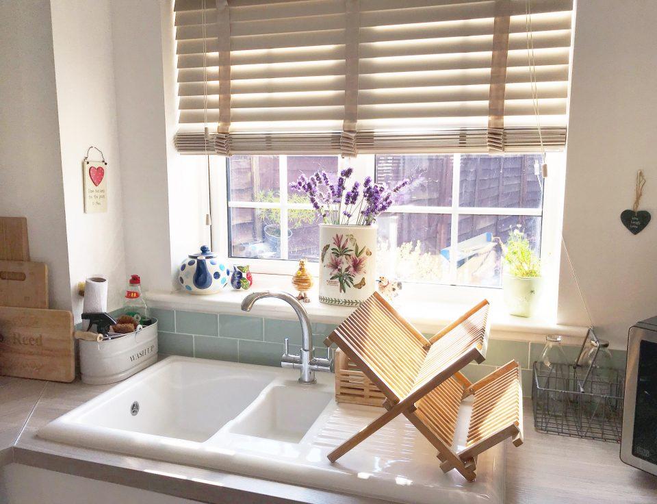 ceramic white sink