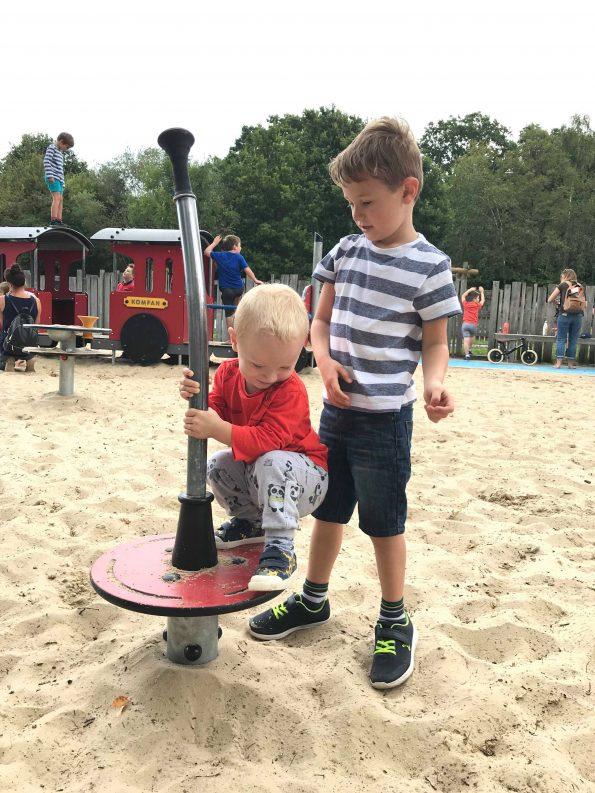 2 children playing
